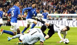 Germany's Sebastian Rudy, right, is fouled by Italy goalkeeper Gianluigi Buffon, earning Germany a penalty kick, during a friendly soccer match between Germany and Italy at the Allianz Arena in Munich, southern Germany, Tuesday, March 29, 2016. (AP Photo/Michael Probst)